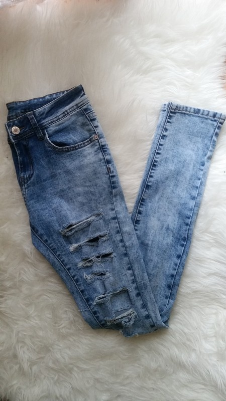 seksowne jeansy z dziurami NOWE rozmiar S niski stan
