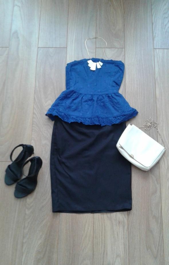 Niebieska bluzka z baskinką w róże koronka...