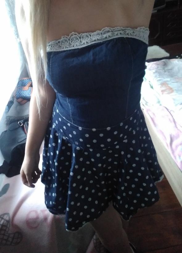 Krótka niebieska sukienka mini w groszki kropki s