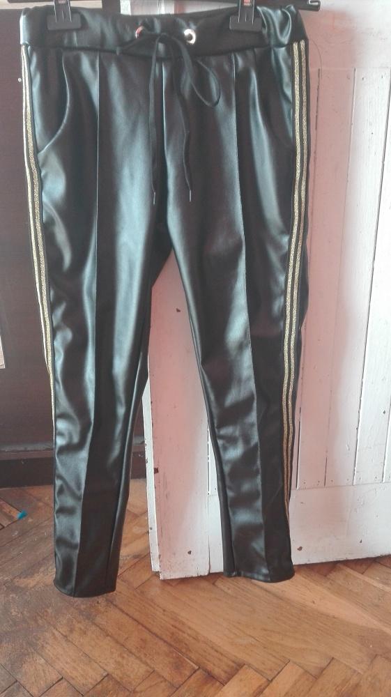 Czarne spodnie eco skóra lampas S M