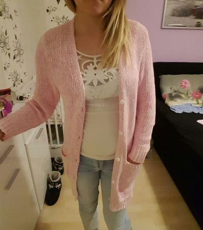 Cieply sweter bialo rozowy uniwersalny