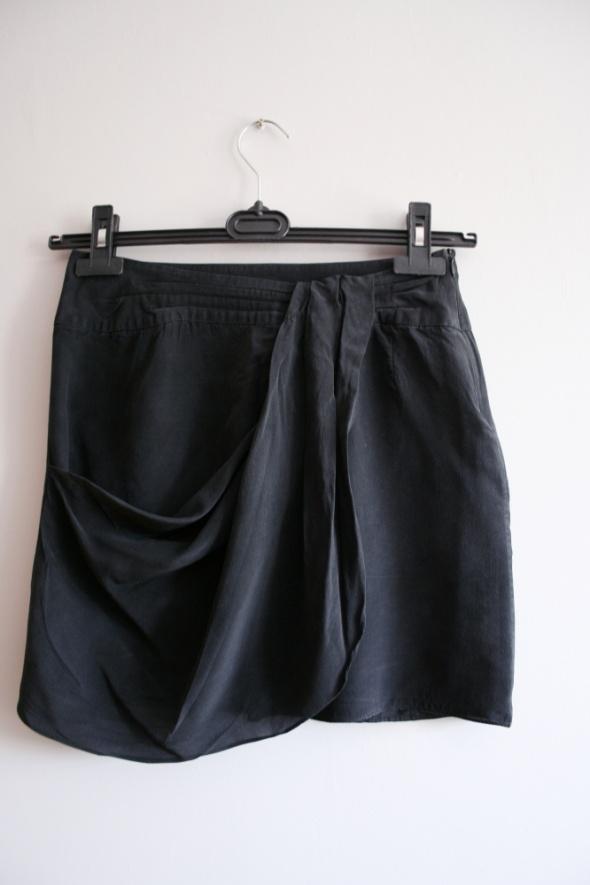 Czarna spódniczka Oasis jedwab...