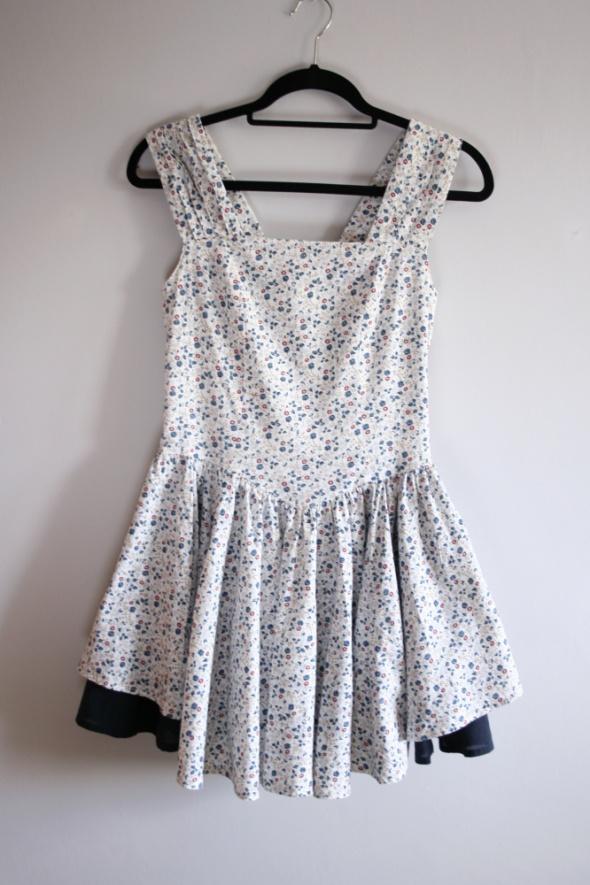Rozkloszowana sukienka w kwiatuszki