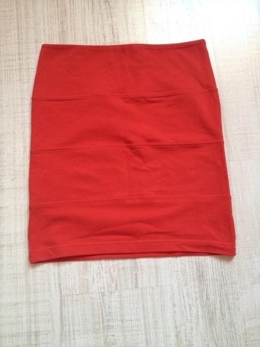 Czerwona spódnica mini tuba...