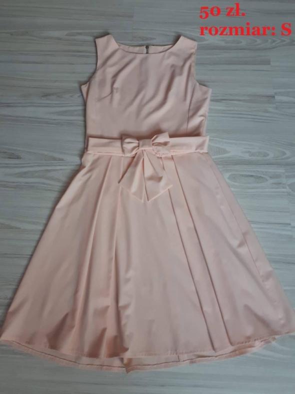 Sukienka brzoskwiniowa NUDE