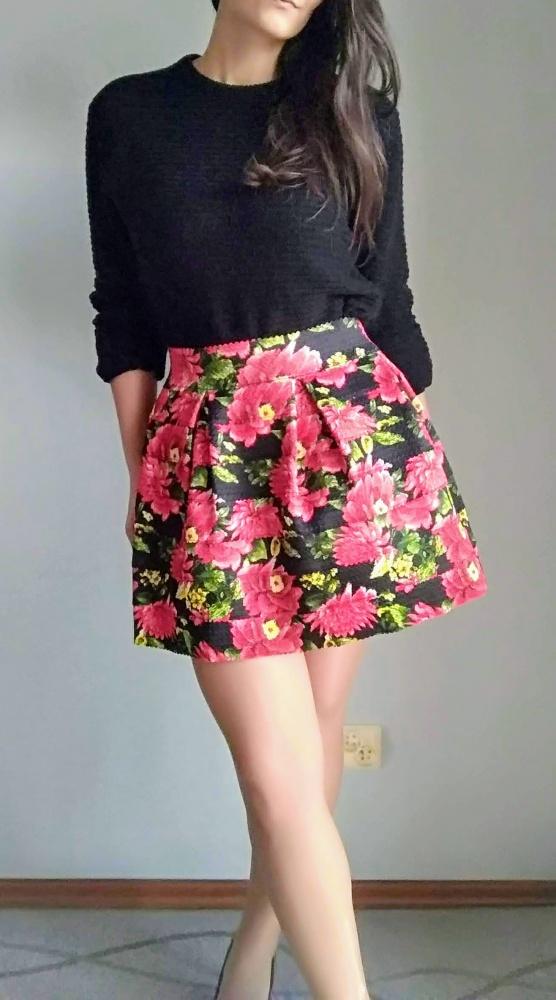 Rozkloszowana spódniczka mini kwiaty