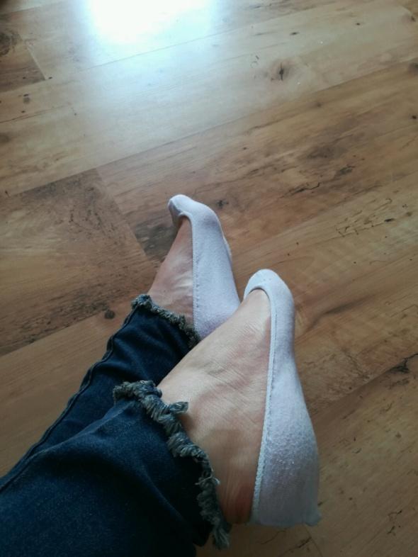 Białe skarpetki do balerinek mocno spocone fetysz