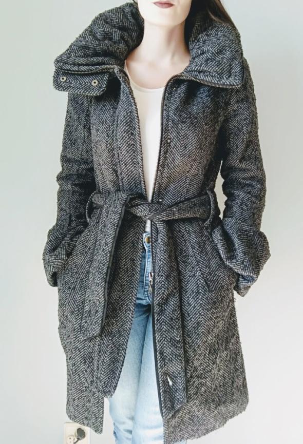 Zimowy plaszcz Zara
