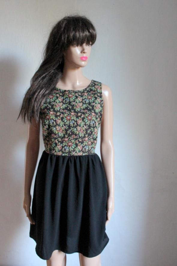 Rozkloszowana sukienka vintage r L...