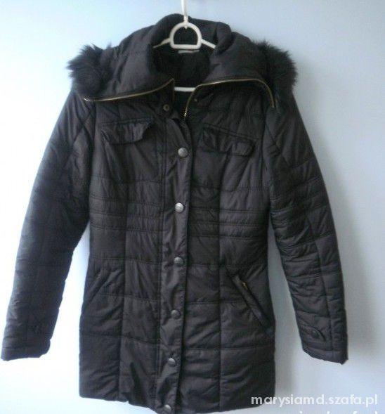 Deep czarny pikowany płaszcz z futerkiem...