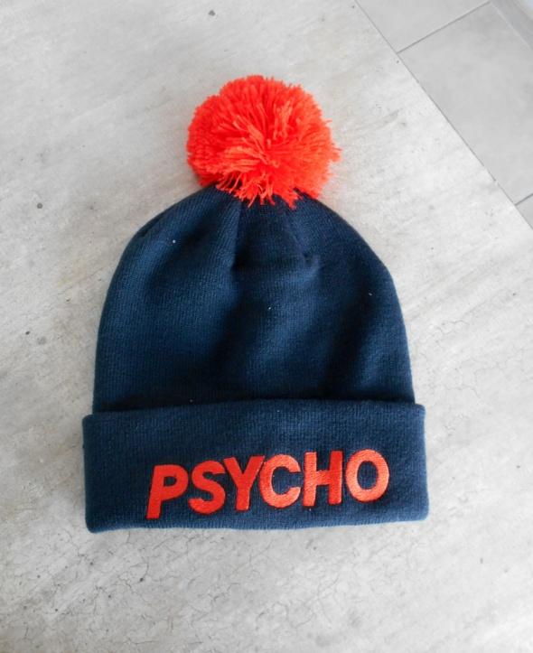 Cropp nowa czapka z pomponem psycho napis