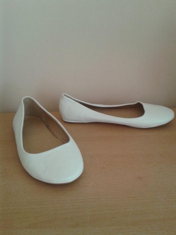 Białe płaskie baleriny balerinki 39 nowe