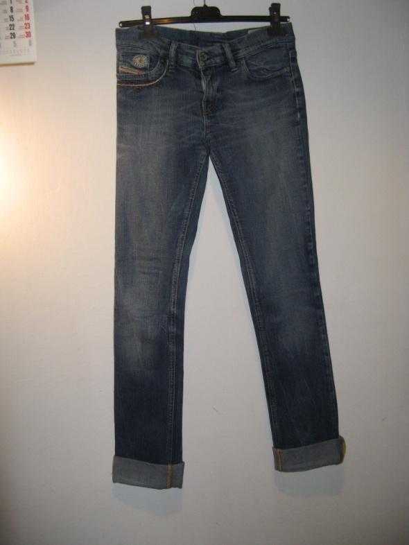 Spodnie Diesel jeansy...