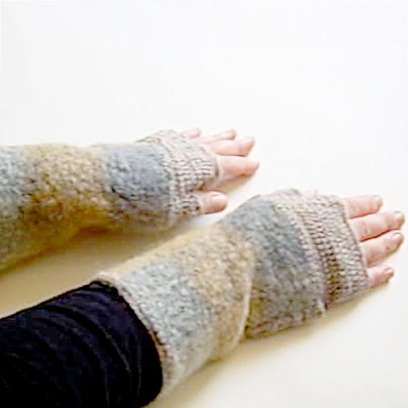 Wełniane mitenki szaro beżowe ocieplacze z wełny na ręce