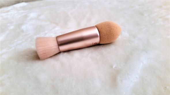 Dwustronny pędzelek do makijażu pudrowy róż Primark