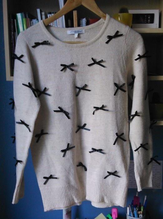 sweter w kokardki