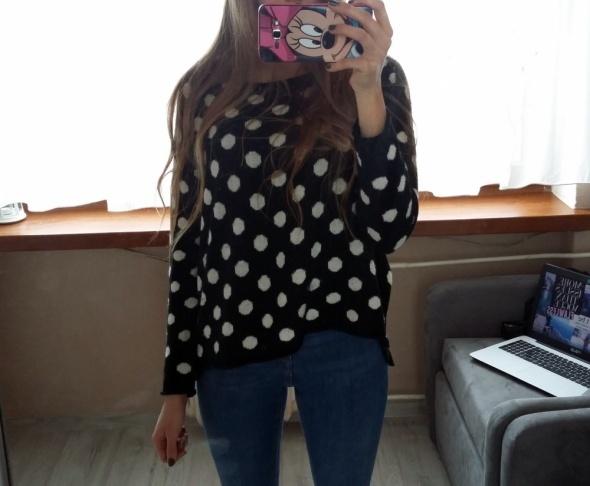 sweter w grochy
