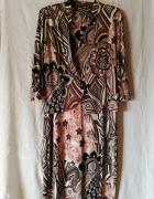 Śliczna sukienka z żakiecikiem