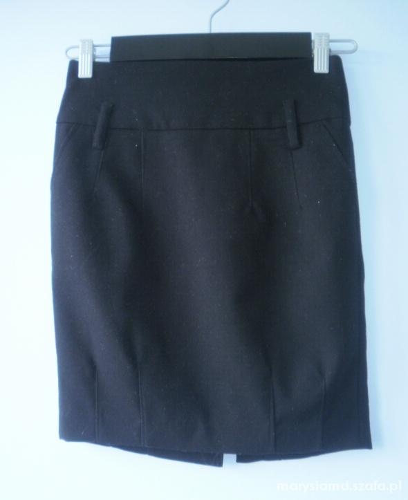 Reserved czarna ołówkowa spódniczka elegancka