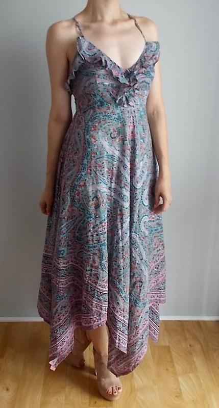 Warehouse sukienka maxi we wzory asymetryczna