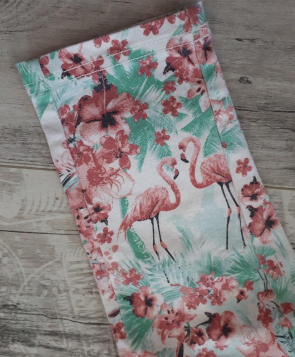 Spodnie we flamingi i kwiaty 122 w Spodnie i spodenki Szafa.pl