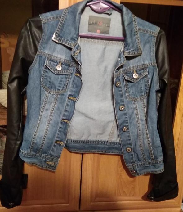 Kurtka jeansowa z rękawami z eko skóry