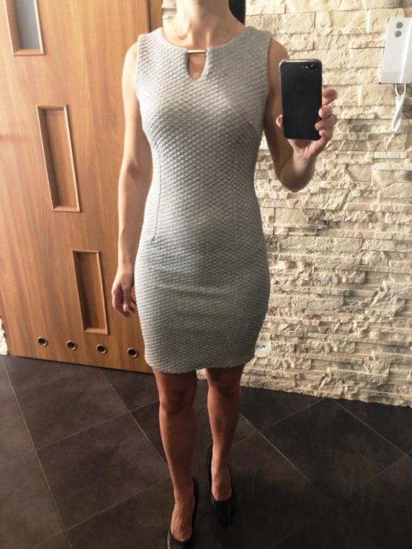 Szara sukienka pikowana Xs S Zara