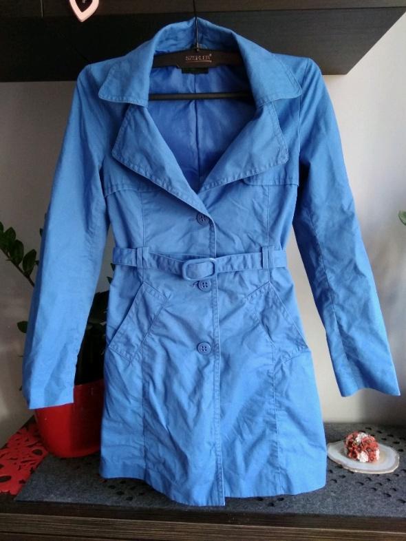 piękny chabrowy płaszcz Benetton...