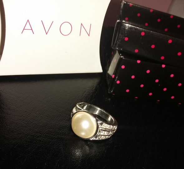 Pierścionek Angie Avon z perła...