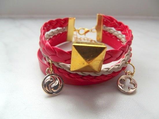bransoletka czerwona