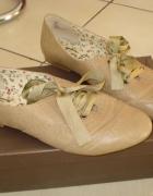 Nowe beżowe buty 40