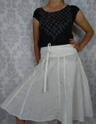 Biała lniana rozkloszowana spódnica midi New Look...