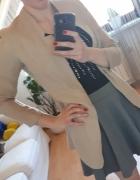 czarna bluzka szara spódnica beżowa marynarka...