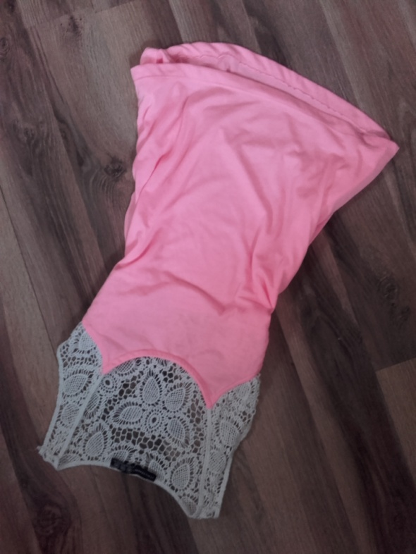 Neonowa rozowa bluzka atmosphere M S koronka
