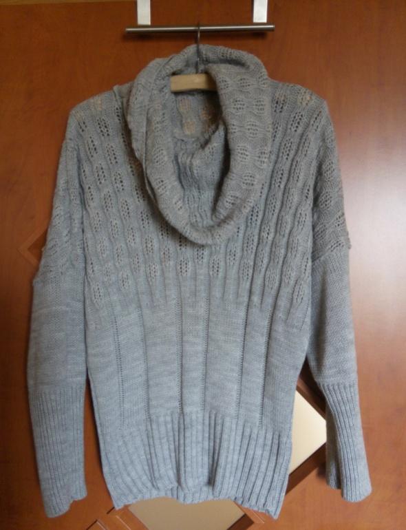 wełniany sweter w stylu nietoperza
