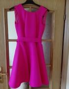 Dziewczęca różowa rozkloszowana sukienka z paskiem i kokardą z ...