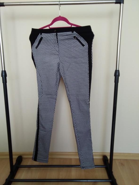 Spodnie czarno białe