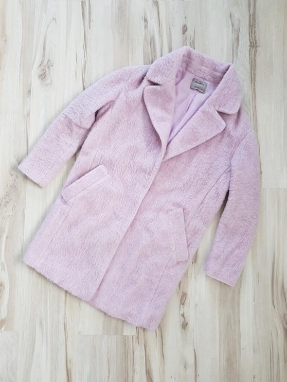 Różowy futrzany płaszcz Bershka 36 S...