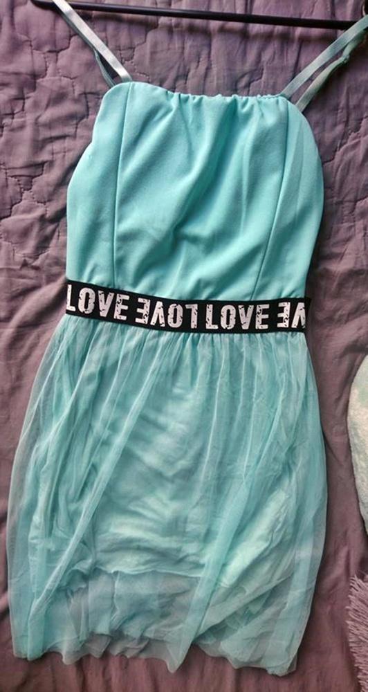 Błękitna sportowa sukienka z tiulem i wkładkami...