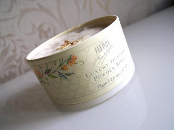 Les Fleurs Luxury Dusting Powder BowlTalk sypki puder do ciała