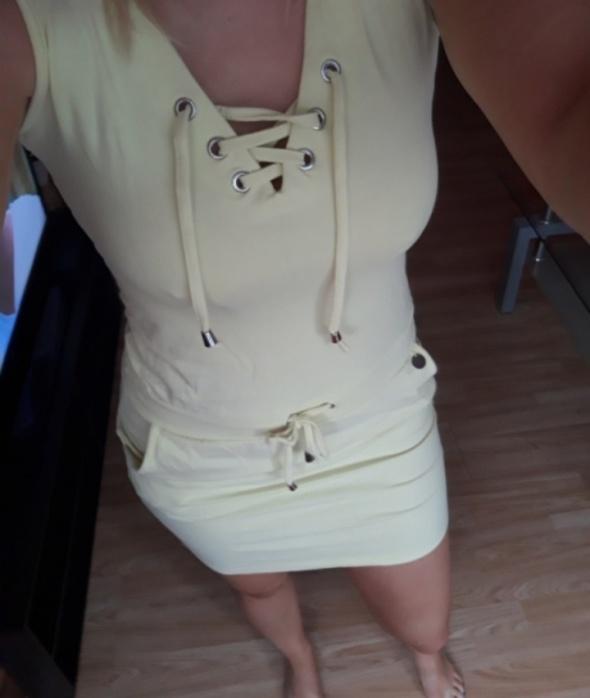 Sukienka żółta sznurowana...