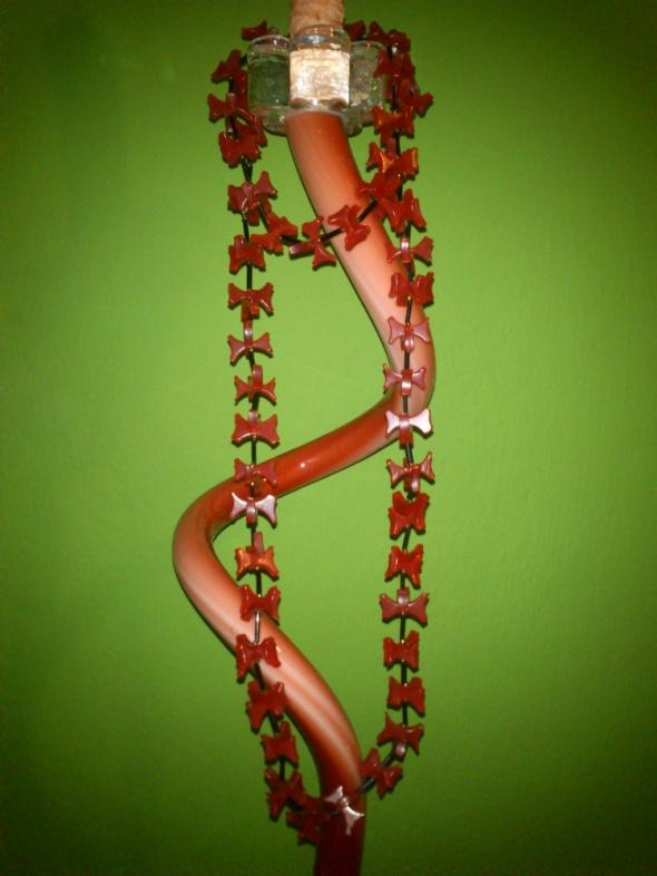 Korale czerwone kokardki