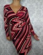 Ołówkowa sukienka tuba przed kolano wzory geometryczne długi rę...