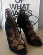 Czarne sandałki wiązane