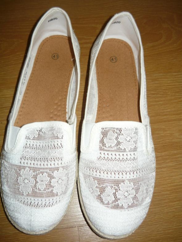 Modne eleganckie białe buty sportowe baleriny koronka 41 koronkowe