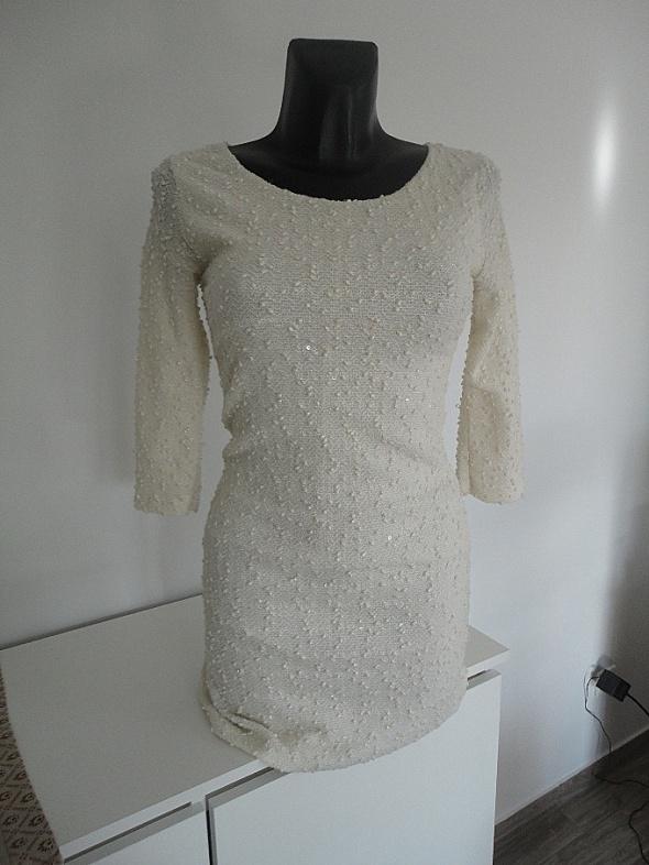dopasowana ecru sukienka zdobiona cekinami XS S