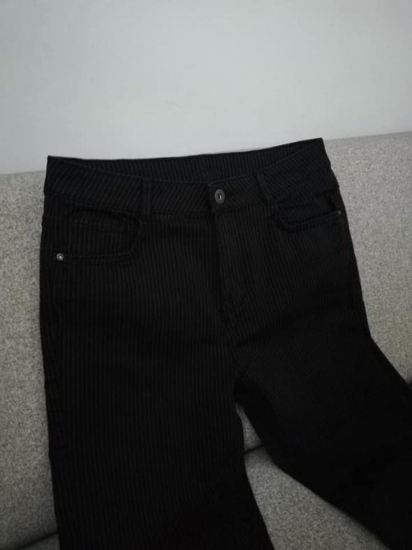 NOWE czarne spodnie rurki w paski...