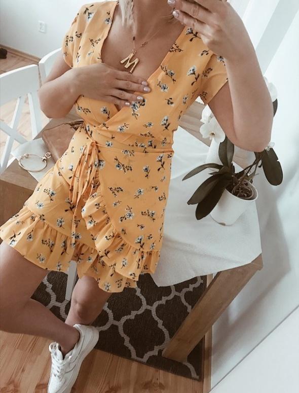 Piękna nowa sukienka bardzo modna