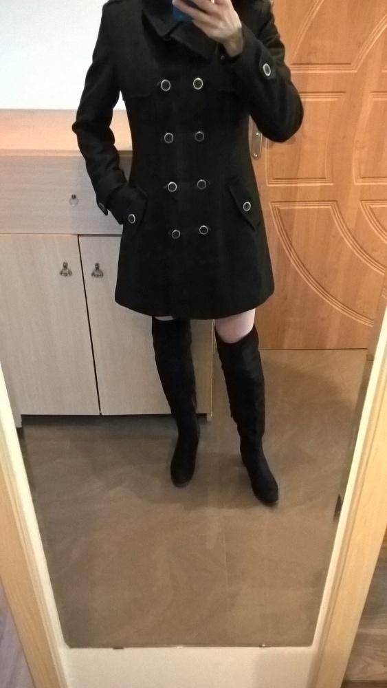 Czarny elegancki płaszczyk