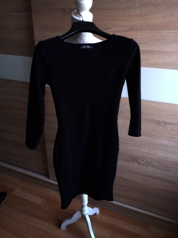Czarna sukienka dopasowana Bershka kopertowy dół 36...